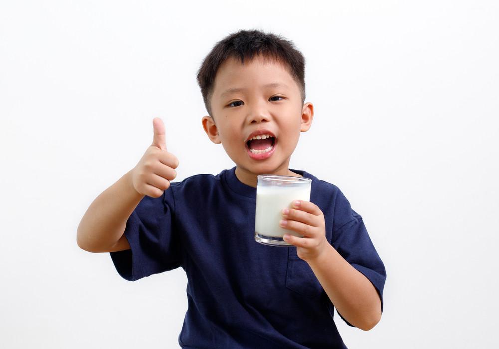 Manfaat Penting Susu Tinggi Kalsium bagi Anak