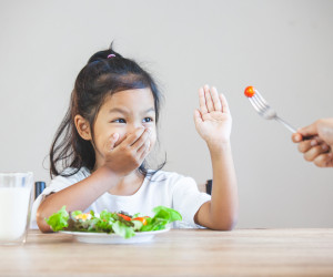 7 Cara Mengatasi Anak Susah Makan yang Dapat Dilakukan Orangtua