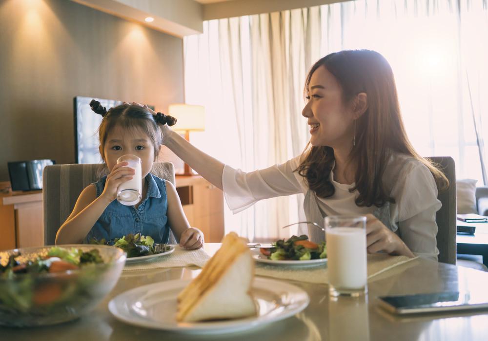 Tips Mudah Lengkapi Nutrisi Anak 1 Tahun yang Sulit Makan